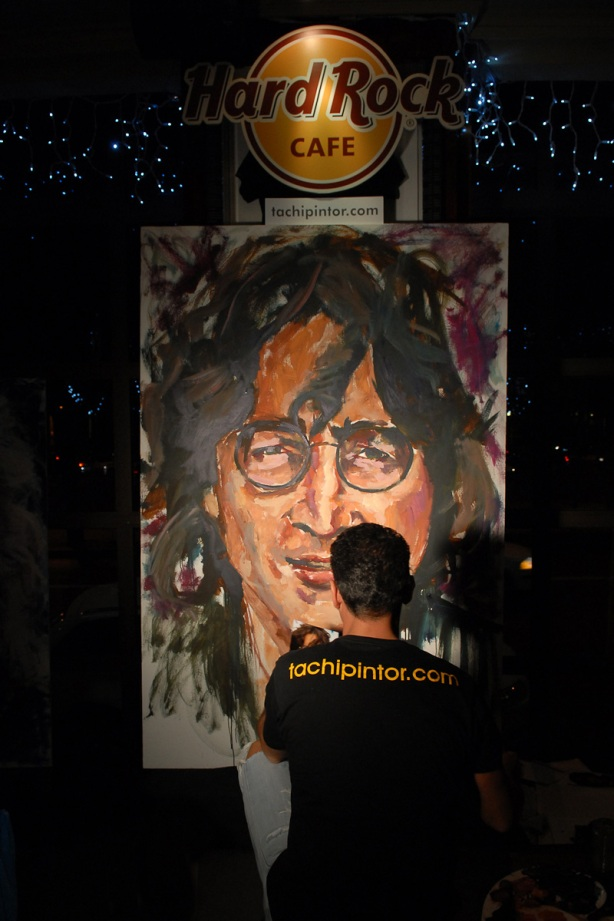 Tachi Pinta a John Lennon en Hard Rock Cafe Madrid