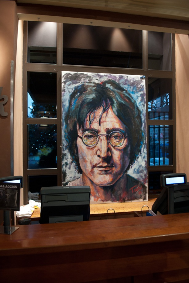 Tachi Pinta a John Lennon en Hard Rock Cafe Madrid-02
