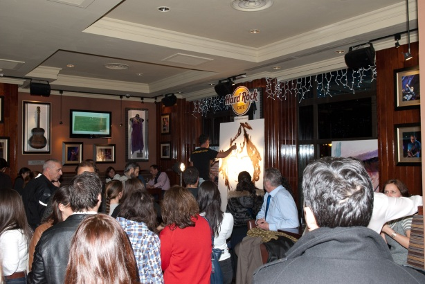 Tachi Pinta a John Lennon en Hard Rock Cafe Madrid-04