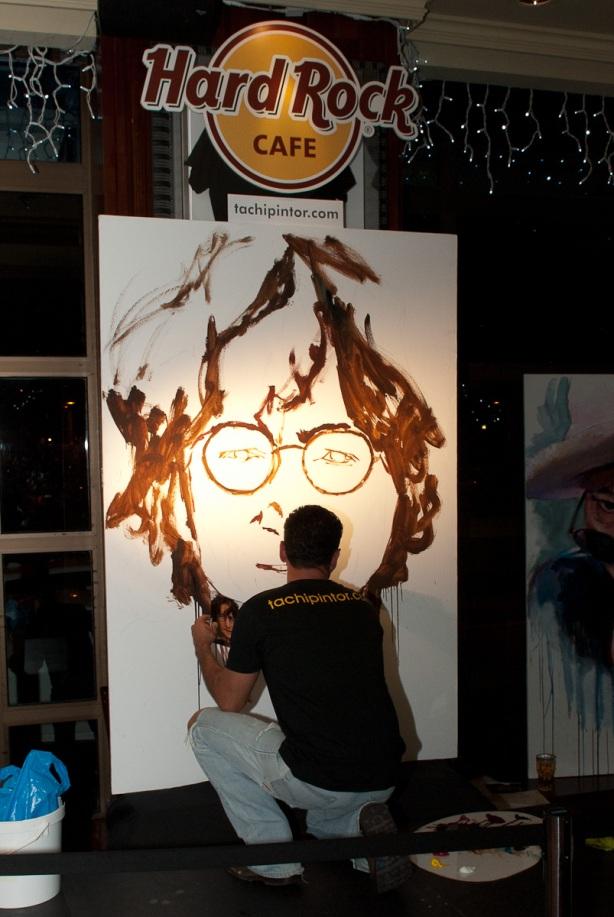 Tachi Pinta a John Lennon en Hard Rock Cafe Madrid-05