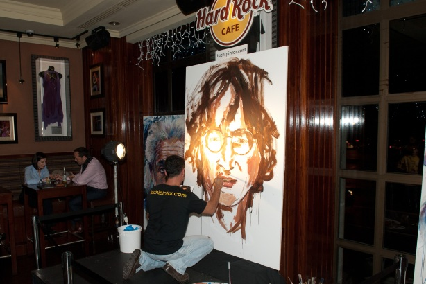Tachi Pinta a John Lennon en Hard Rock Cafe Madrid-09