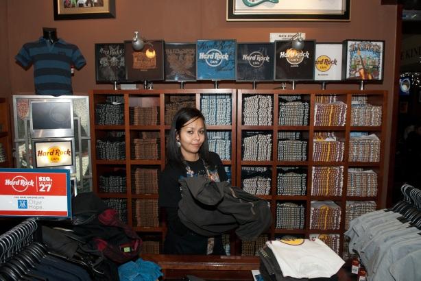Tachi Pinta a John Lennon en Hard Rock Cafe Madrid-22