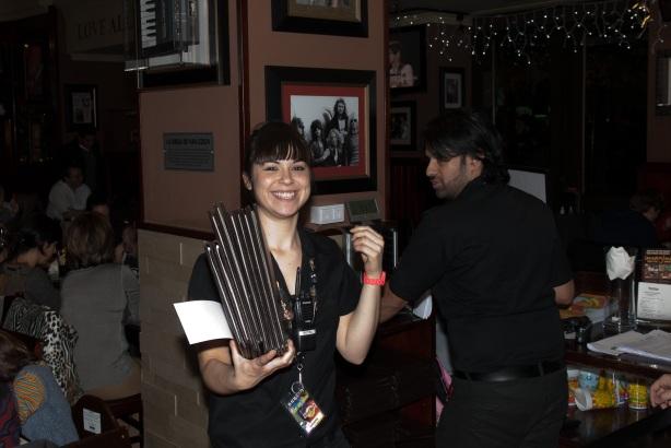 Tachi Pinta a John Lennon en Hard Rock Cafe Madrid-24
