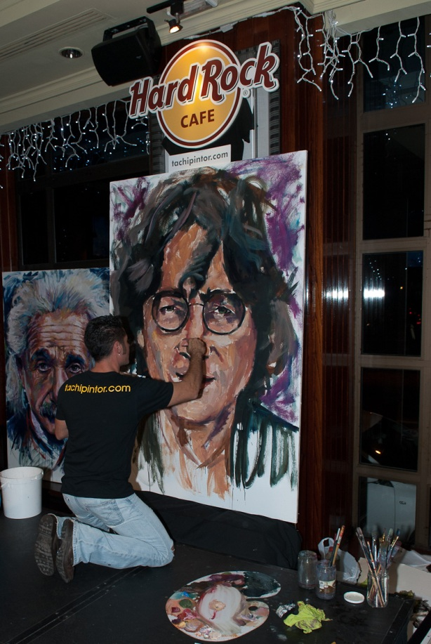 Tachi Pinta a John Lennon en Hard Rock Cafe Madrid-27