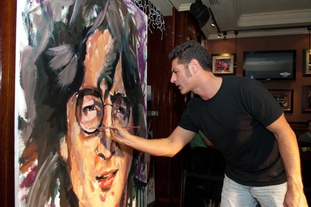 Tachi Pinta a John Lennon en Hard Rock Cafe Madrid-30