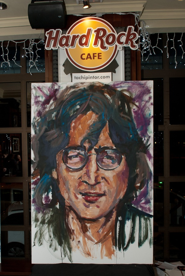 Tachi Pinta a John Lennon en Hard Rock Cafe Madrid-35