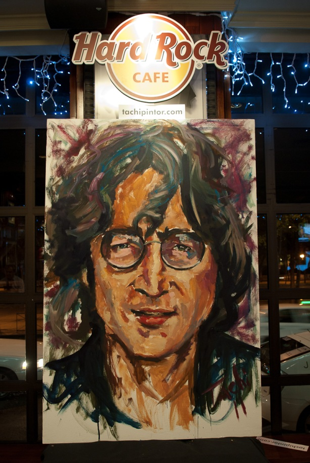 Tachi Pinta a John Lennon en Hard Rock Cafe Madrid-38